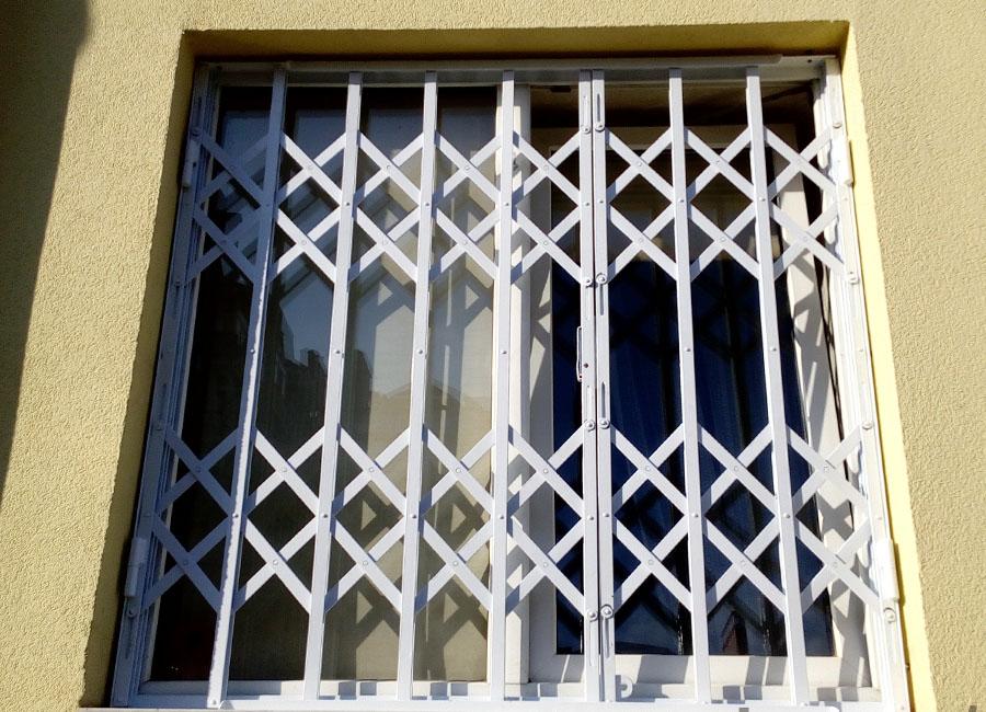 база осетр современные решетки на окна внутри фото того